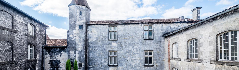 chateau royal de cognac courtyard
